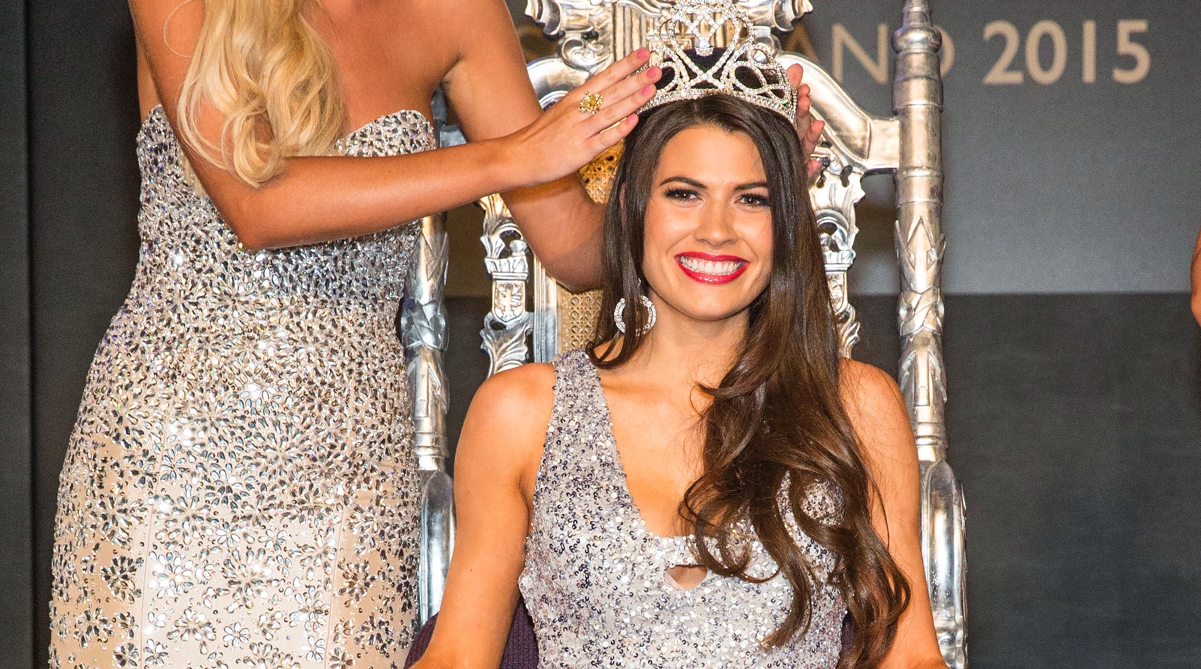27-08-2015 Miss Scotland 2015 final at Raddison Blu, Glasgow.  Ellie McKeating (Miss Scot 2015) crowns Mhairi Fergusson  Pic:Andy Barr  www.andybarr.com  Copyright Andrew Barr Photography. No reuse without permission. andybarr@mac.com +44 7974923919